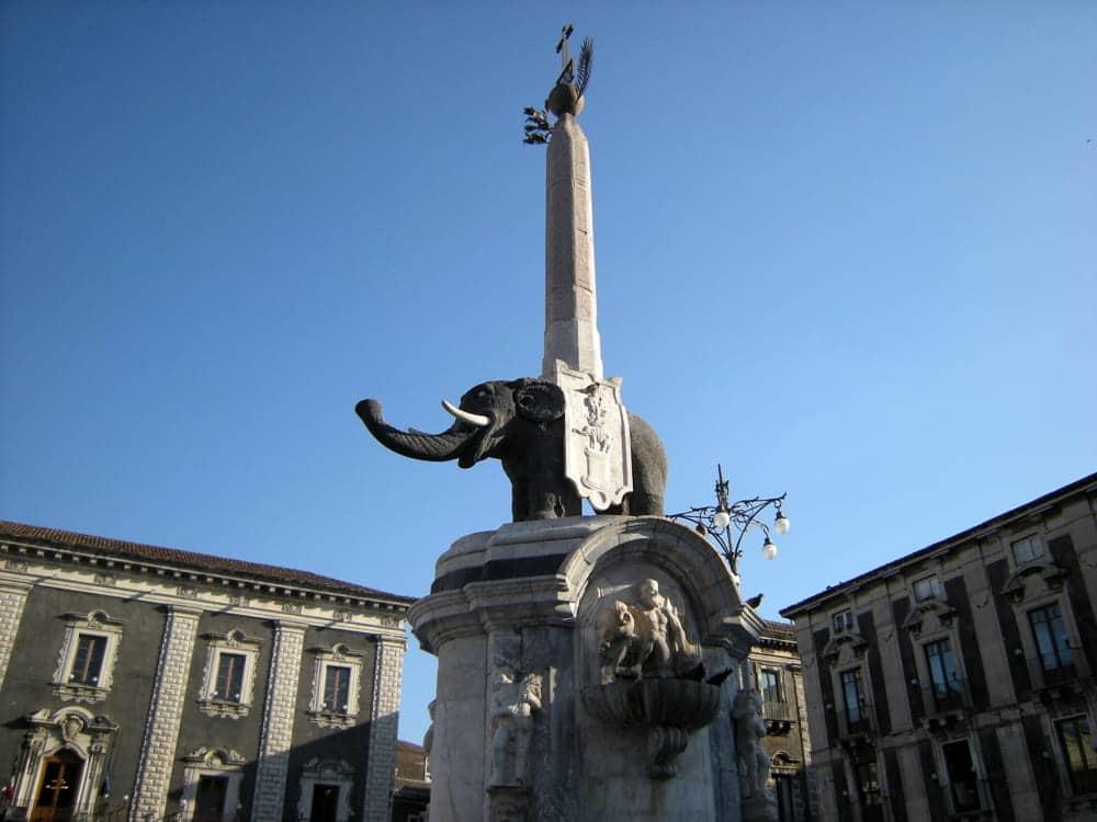 Catania piazza del duomo elefante