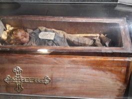 La mummia di Palermo che apre gli occhi