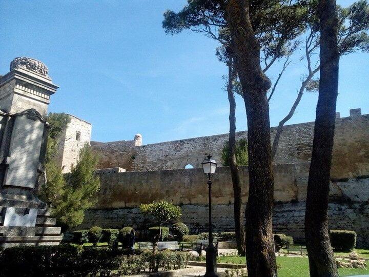 Il Castello di Lombardia a Enna, visto da Viale Nino Savarese