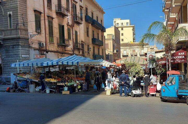 ingresso del mercato di Ballarò lato Corso Tukory